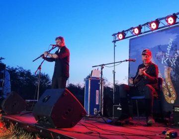 Стотици привлече в Камен бряг фестивал с Теодосий Спасов и Влатко Стефановски