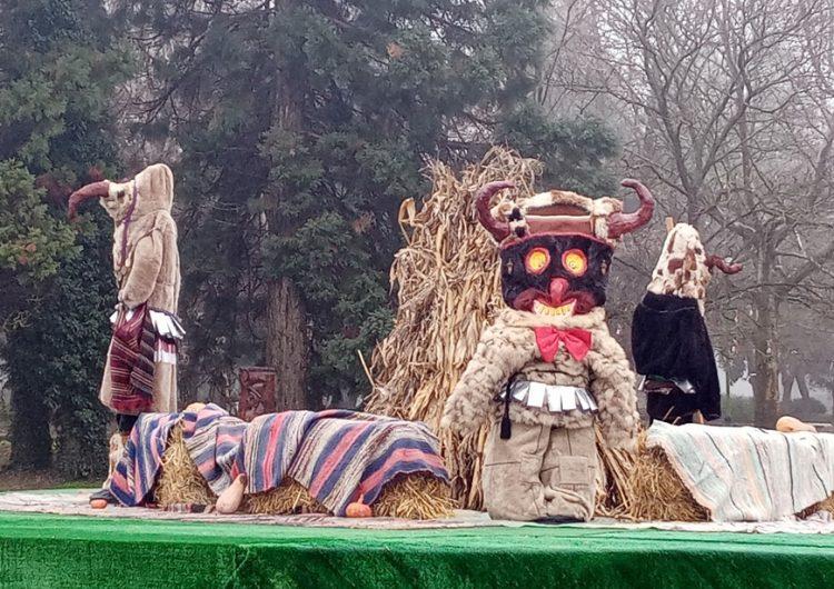 Преди Сирни Заговезни композиция с кукери украси площада в Тервел