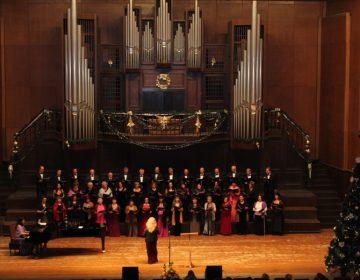 """Блясък и певческа класа в Коледния концерт на """"Добруджански звуци"""""""