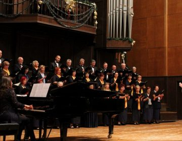 """Бисери от оперната класика представя хор """"Добруджански звуци"""""""