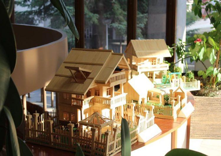 Макети на сгради показва изложба в Дом-паметника в Добрич