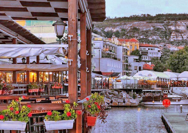 Над 149 хиляди туристи са почивали през лятото в Балчик и Албена